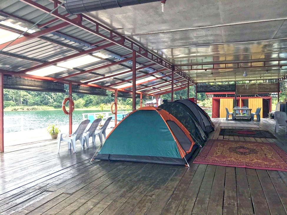 Toman Raft House, that setting for camping while enjoy various games